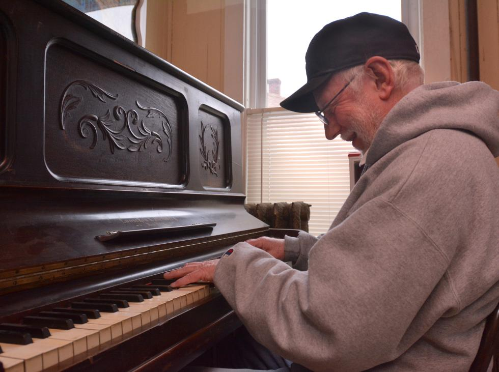 JERREY ROBERTS Jim Garland, of Deerfield, plays piano Thursday at the Hot L in South Deerfield. - JERREY ROBERTS | DAILY HAMPSHIRE GAZETTE