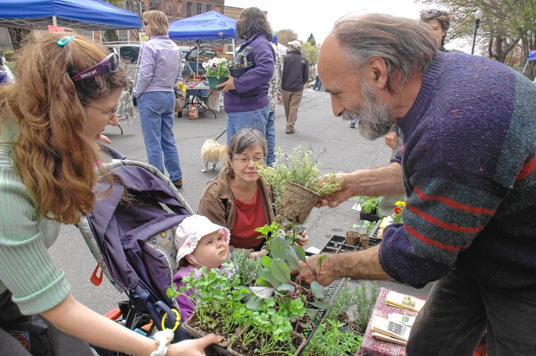 The List: Pioneer Valley Farmers Market Where and When 2016