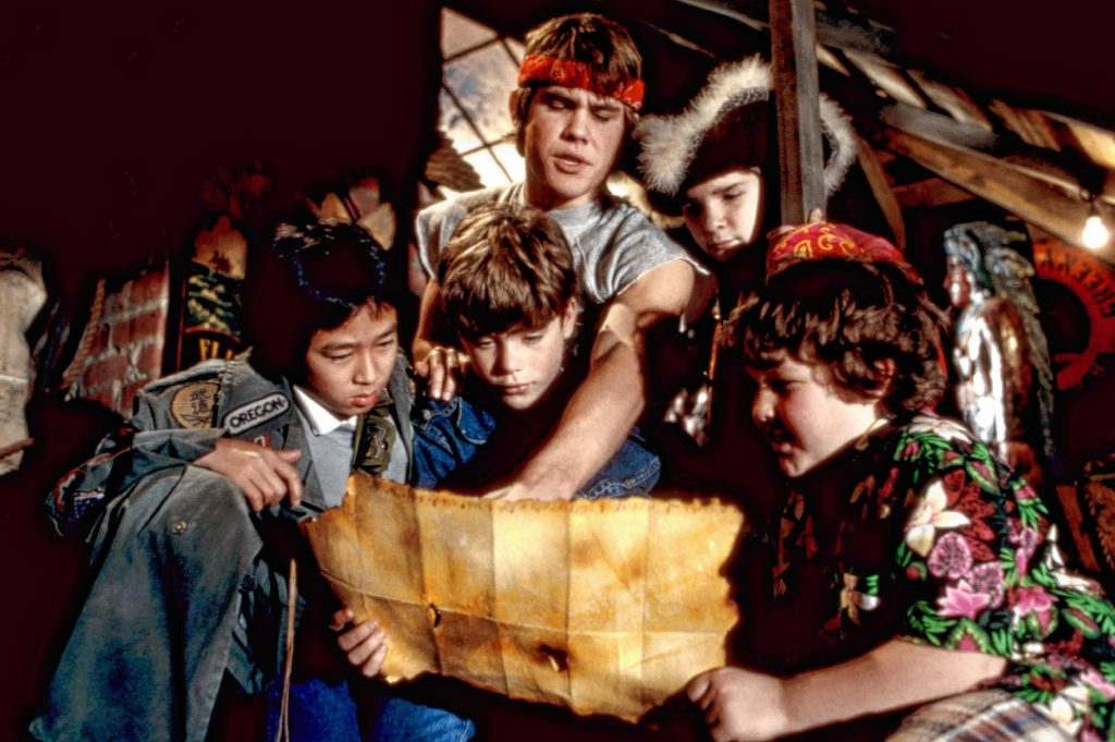 THE GOONIES, Ke Huy Quan (aka Jonathan Ke Quan), Sean Astin, Josh Brolin, Corey Feldman, Jeff Cohen, 1985, (c)Warner Bros./courtesy Everett Collection