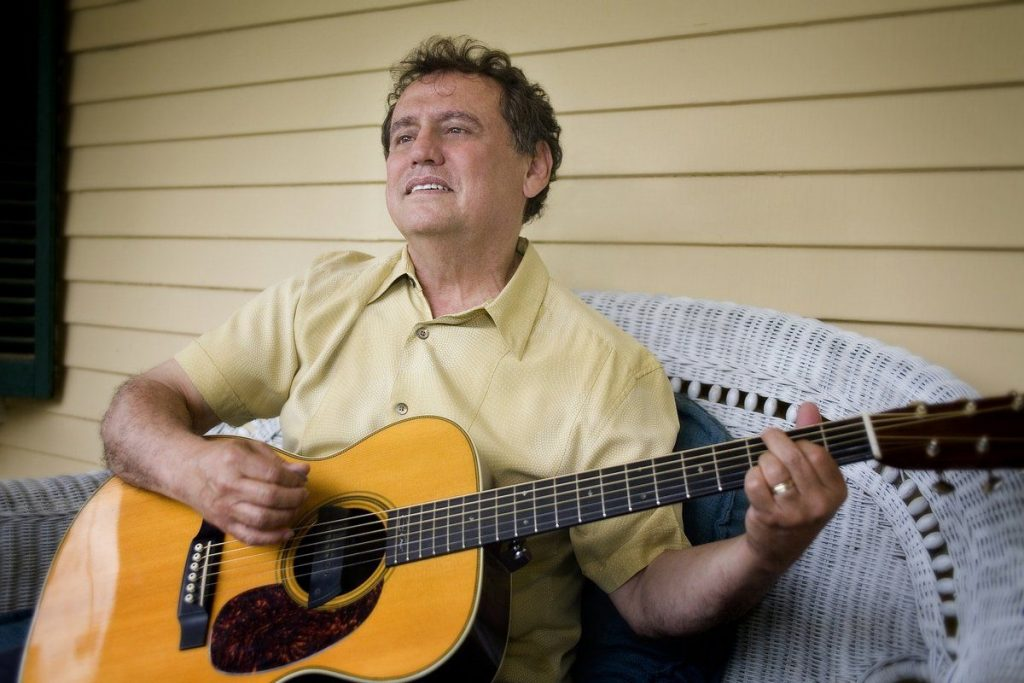 Roger Salloom, who plays a cross between blues, roots, Americana, country and soul, will play a holiday concert at Hawks & Reed Performing Arts Center.