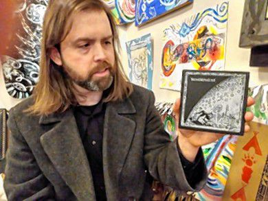 Thomas Nöla speaks about one of his favorite bands on his record label – German experimental/ folk/ and neoclassical psychedelic band Niemandsvater, while holding a CD of the band's latest release on his label.
